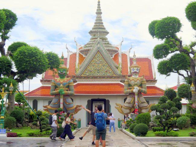 El Templo que hay en la orilla oeste del Río Chao Praya