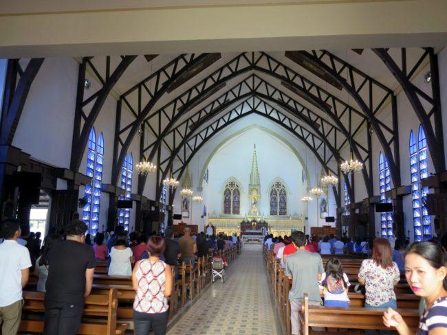 Celebración de los Oficios en la Catedral de Puerto Princesa
