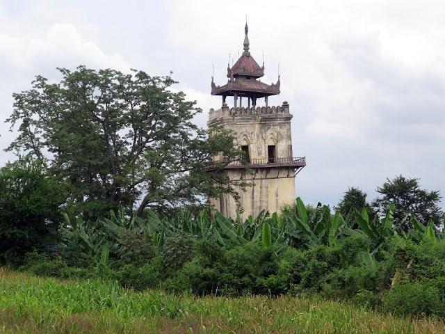 Torre del reloj de Ava