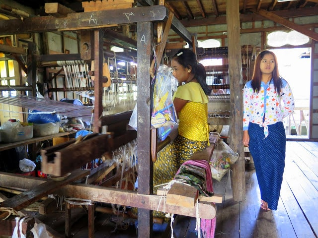 Htamain, típica falta de la mujer birmana