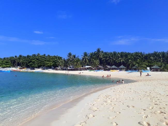 Típica playa de arena blanca en Siargao