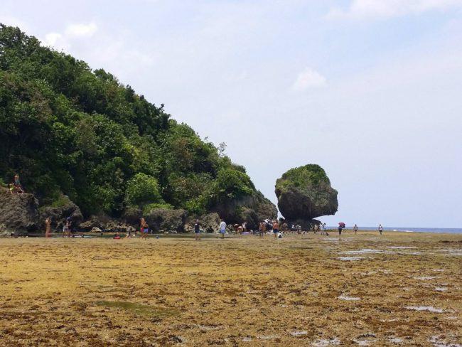El reconocible paisaje de las Piscinas Naturales de Mapungpungko