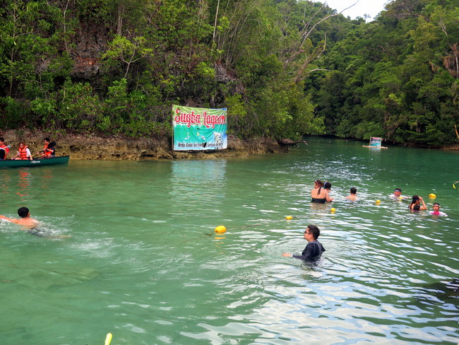 Turistas en Sugba Lagoon