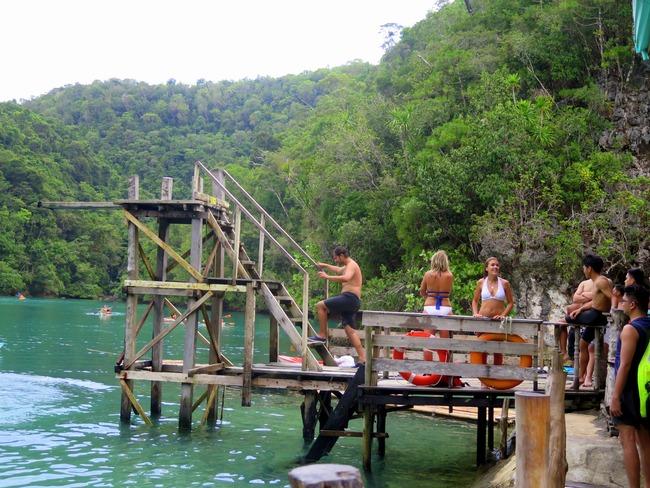 Trampolín de madera en Siargao