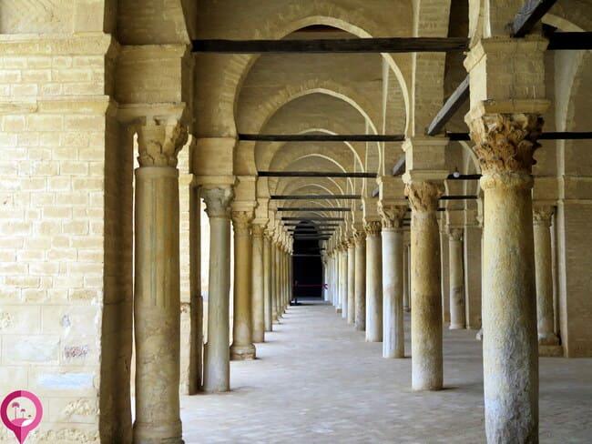 Arcos y columnas en la Gran Mezquita de Kairuán