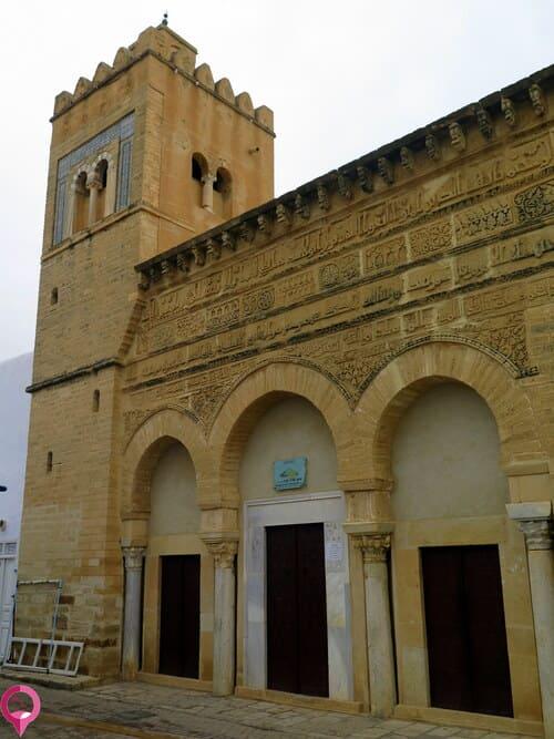 Mezquita encargada por Muhammad ibn Khairun en la ciudad de Kairuán en el año 866