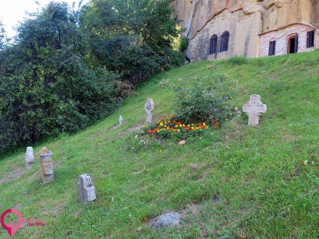 Monasterio de los Cuervos de piedra