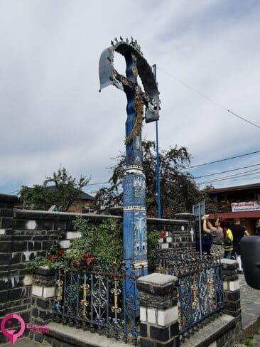 La función de la cuz en la puerta de los cementerios de Rumanía