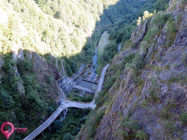 Central Hidroeléctrica en la presa Vidraru