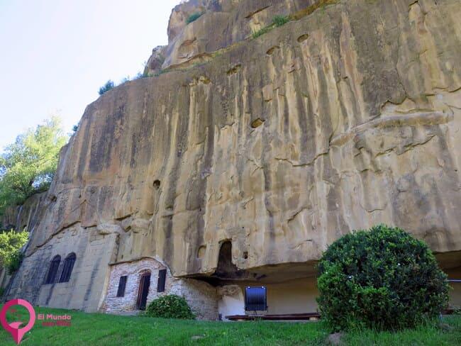 Monasterio de la cueva de Corbii de Piatra