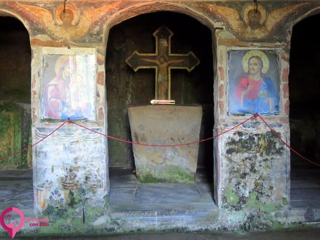 La iglesia rupestre rumana de los dos altares