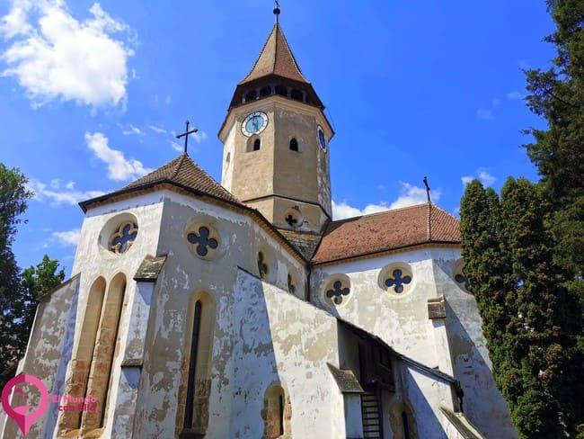 Única Iglesia Fortificada de planta de cruz griega en Rumanía