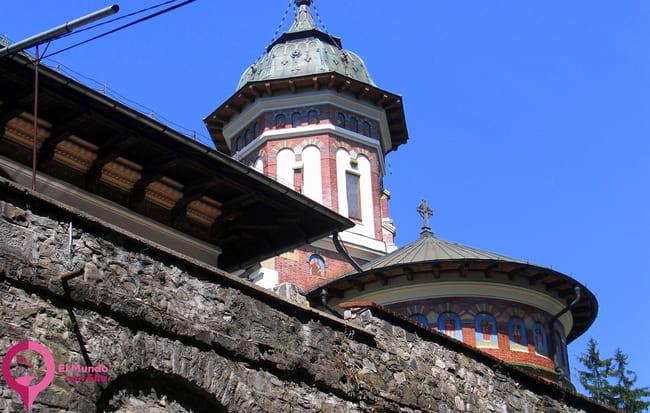 Monasterio del siglo XVII en Sinaia