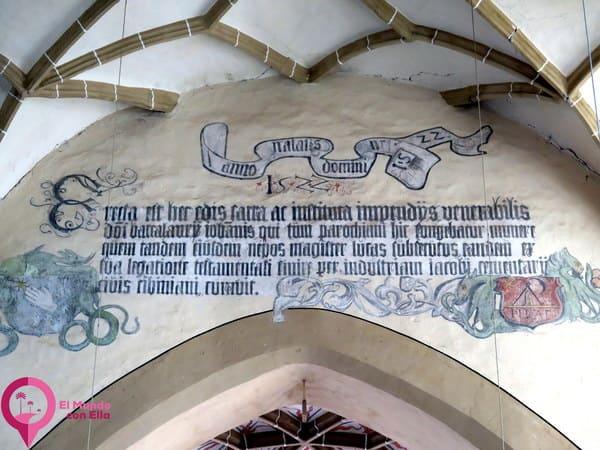 Inscripción latina en la Iglesia de Biertan