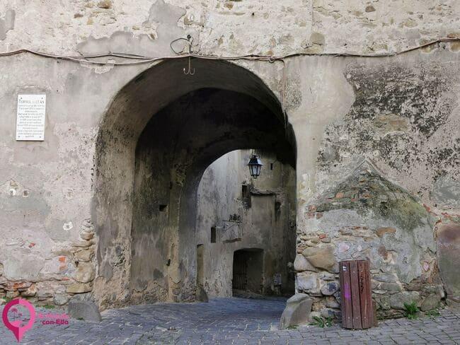 La única fortaleza medieval habitada del sudeste de Europa