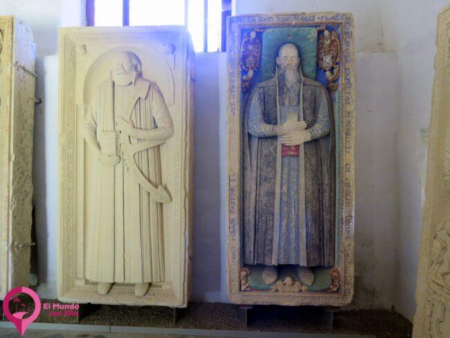 Lápidas de sacerdotes y obispos en Biertan