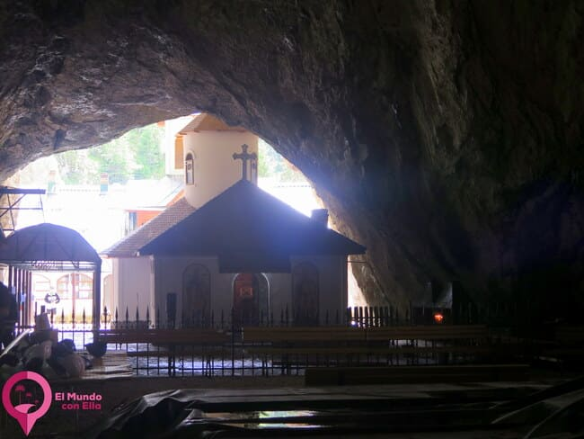 La ermita del interior de la Cueva Ialomicioara