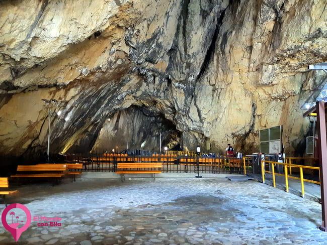 La Cueva Ialomita de los Montes Bucegi