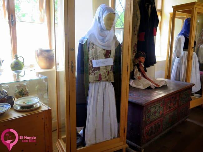 Atuendo de las mujeres sajonas en Rumanía