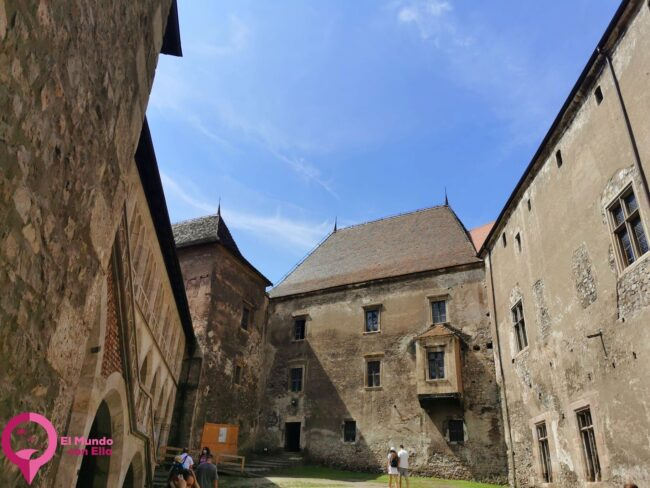 Guía para visitar el Castillo de Corvin