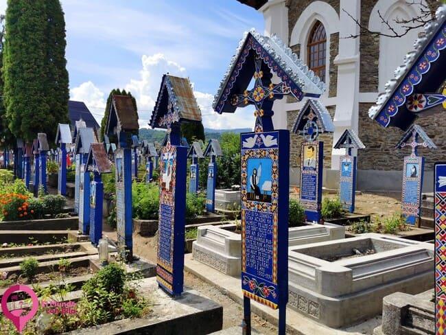 Las reconocibles cruces del Cementerio de Sapanta