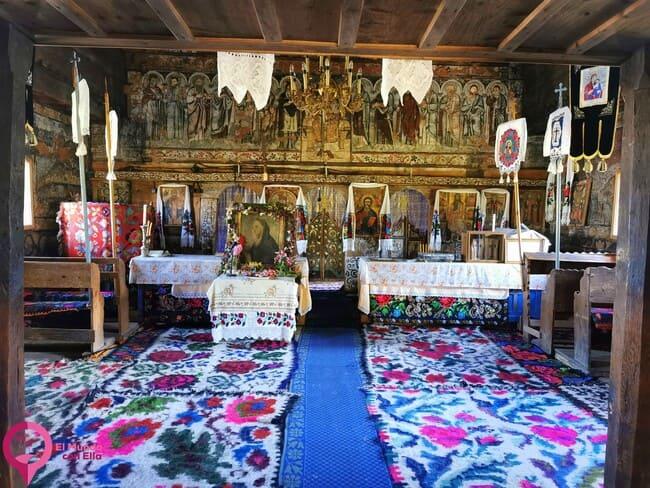 Interior de la Iglesia de Budesti